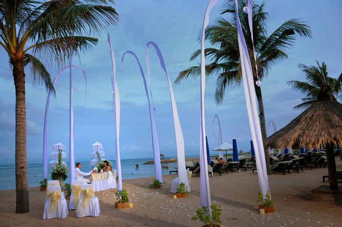 Boda Real Exotica  Balinesa en la playa de Nusa Dua